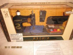NEW Singer Homeplay Chainstitch toy Sewing Machine in Box,